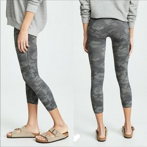 NWT SPANX Look at me Now Legging Crop Sage Camo L